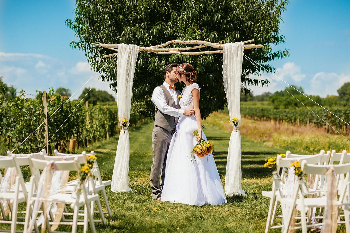 Svatba ve vinohradu, svatební fotografie Martin Kup na blogu Originální Svatba
