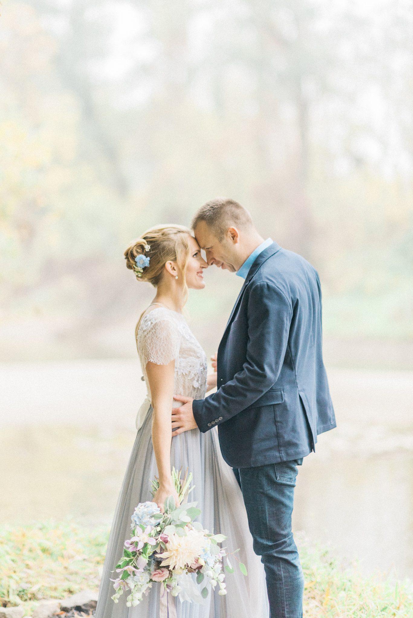 Neformální svatba s krásnými šaty Rara Avis, fotografie Gabriela Jarkovská, svatební blog Originální Svatba