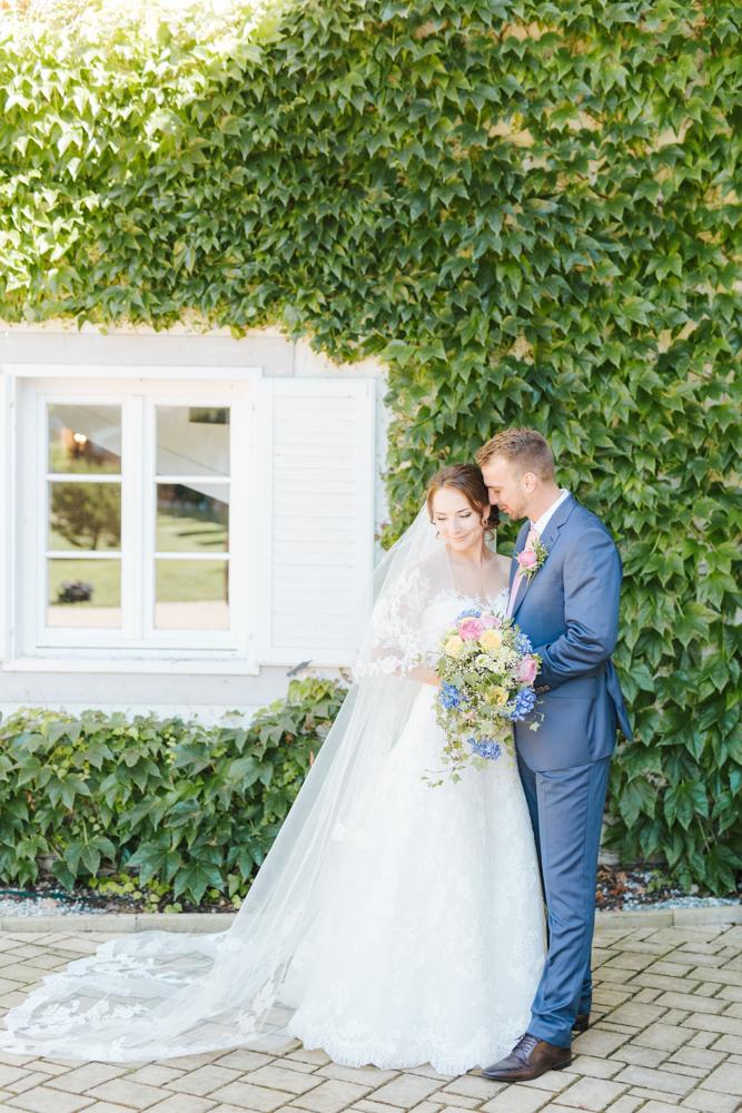 Pastelové barvy a krajka na zámku Niměřice, fotografie Katka Koncal na blogu Originální Svatba